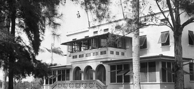 1217px De woning van de directeur van de Surinaamse Bauxiet Maatschappij in Moengo Ca Bestanddeelnr 252 6565